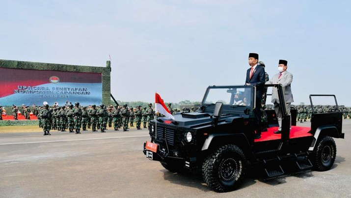 Presiden RI, Jokowi bersama menteri Pertahanan (menhan) Pabowo Subanto di Upacara Penetapan Komponen Cadangan Tahun 2021, Pusdiklatpassus, Bandung Barat, 7 Oktober 2021. (Tim Dokumentasi Menhan Prabowo Subianto)