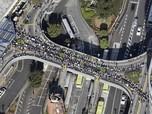 Mengular sampai Jalan, Potret Antrean KRL Jepang Pasca Gempa