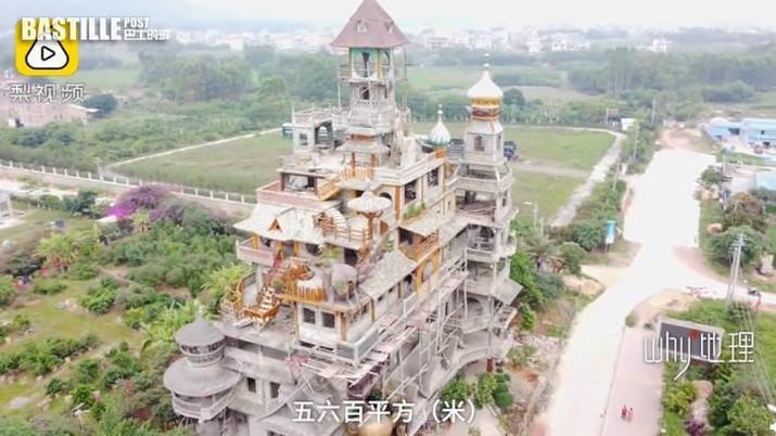 Bangunan teraneh di China yang dibangun oleh petani dan menghabiskan lebih dari $2 Juta  untuk membangunnya. (Tangkapan Layar via Oddity Central)