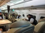 Gaya 'Kongkow-kongkow' Petinggi Taliban di Pertemuan Qatar