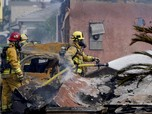 Potret Pesawat Tabrak Rumah di AS, Semua Hangus Terbakar
