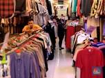 Menggeliat Lagi, Anak Muda Thrifting Pakaian di Pasar Senen