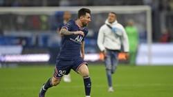 Messi Mau Gocek Lawan, eh Dikejar Suporter yang Masuk Lapangan